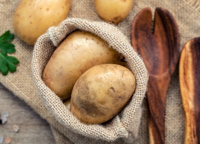 Gyors trükk: így hámozz krumplit egyszerűen