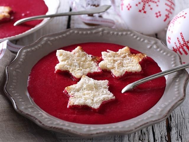 Kedvenc karácsonyi menünk, 1.rész: Ünnepi joghurtos céklaleves