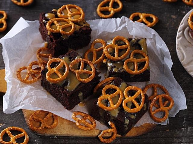 Ragacsos-pereces sütemény
