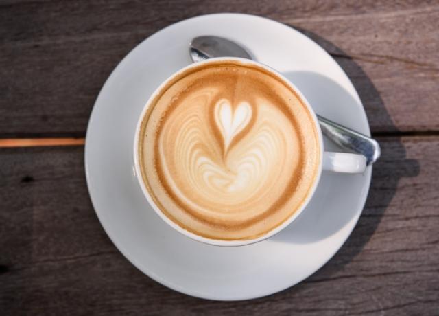 Mit csinál a szódabikarbóna a kávéval?