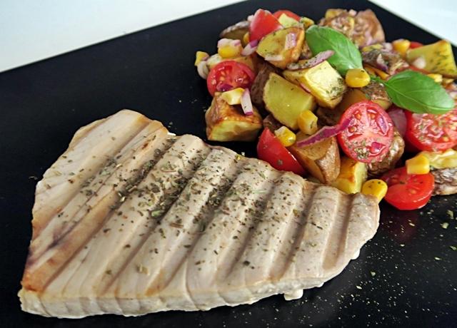 Egészséges, diétás, egyszerű: Tonhal steak burgonyasalátával