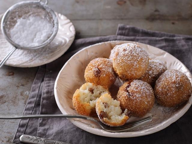 Süssünk rendhagyó, édes olasz fánkot a farsangi szezonra! A siker garantált!