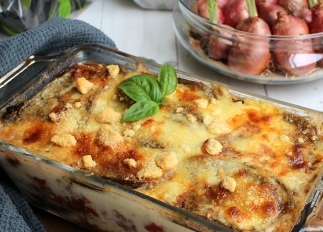 Ezt muszáj kipróbálni: zöldség, sajtok és paradicsomszósz. Ez a kétsajtos padlizsán