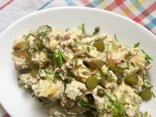 Ünnepeljük a krumplisaláta napot egy szuper, felturbózott krumplisaláta recepttel!