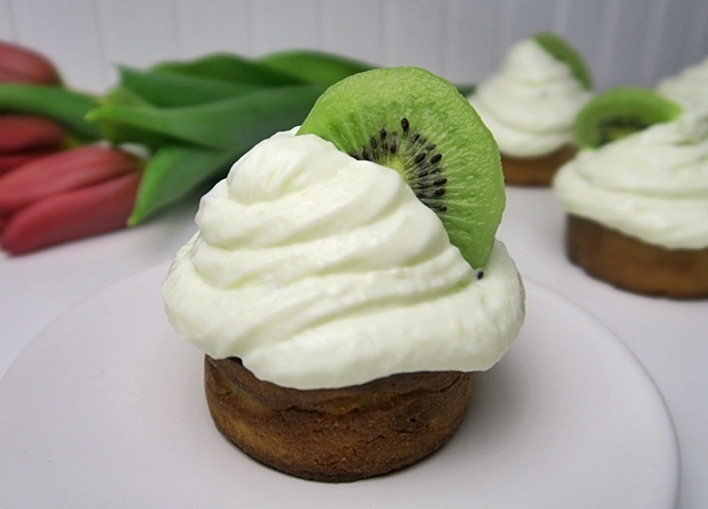 Egyszerű és egészséges muffin recept finom kivis krémsajtos frostinggal