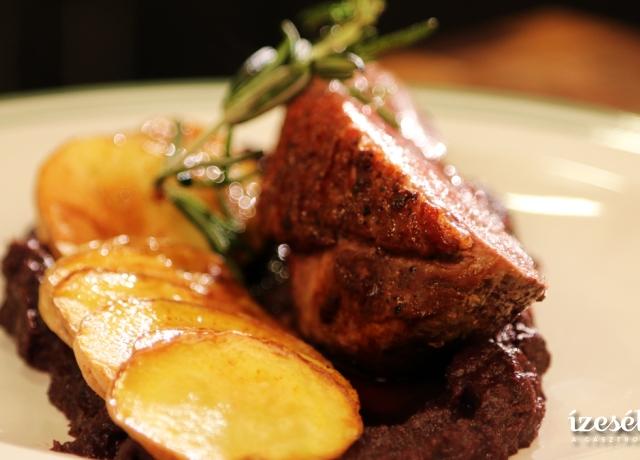Rozé libamell burgonya chipsszel és lilakáposzta-pürével