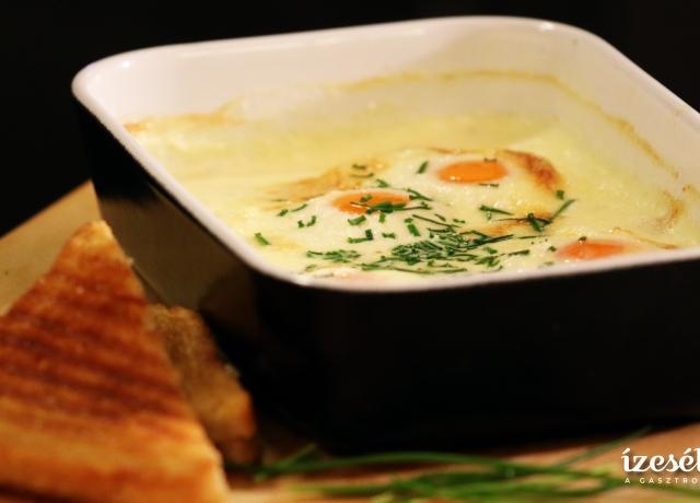 Saint Marcellin sajt tejszínnel és tojással sütve