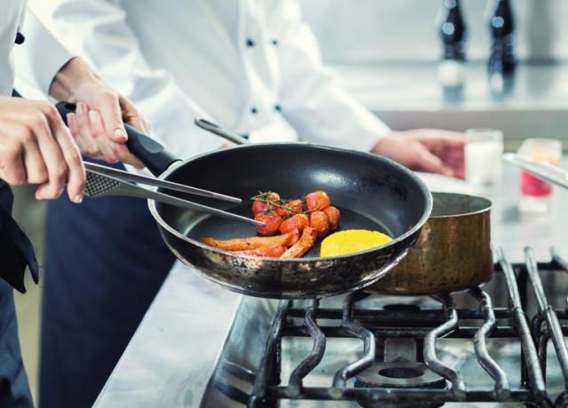 Ez az a 7 eszköz, amelynek egy Michelin-csillagos séf szerint minden privát konyhában ott a helye