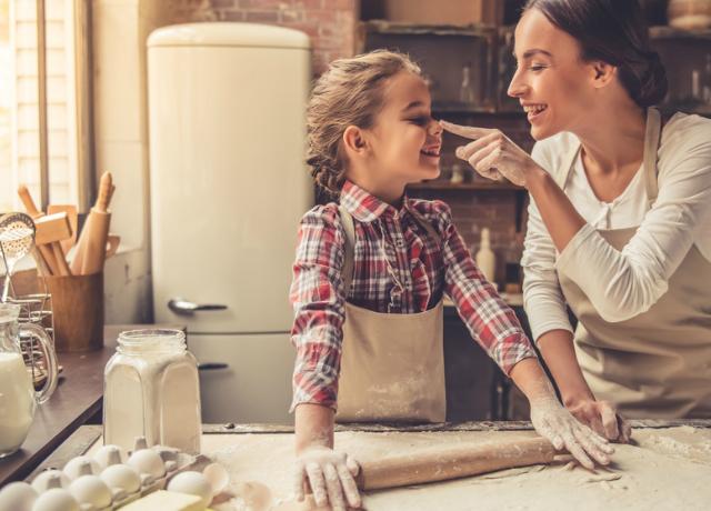 6 tipp, ha gyerekekkel vágunk bele a karácsonyi sütögetésbe