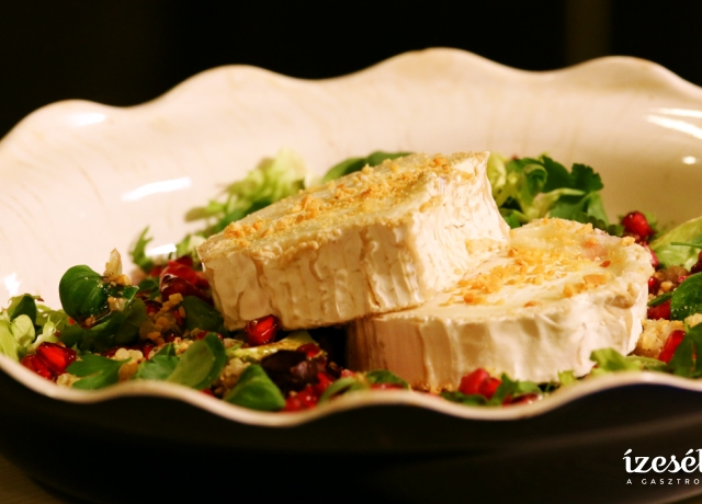 Kecskesajtos saláta málnalekvárral és gránátalmával
