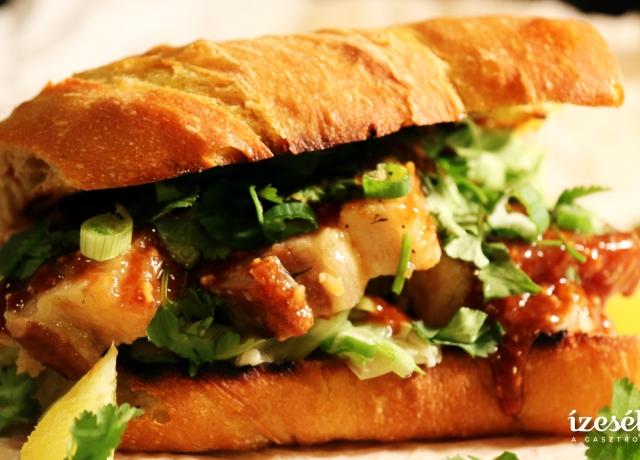 Ragacsos császárhúsos szendvics