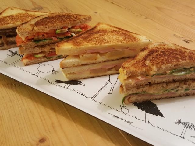 A végtelenül variálható grillezett sajtos szendvics