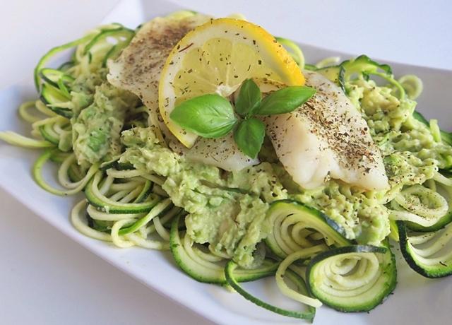 Magas fehérje - és alacsony zsírtartalmú vacsora ajánlatunk: Tilápia filé avokádós cukkini tésztával