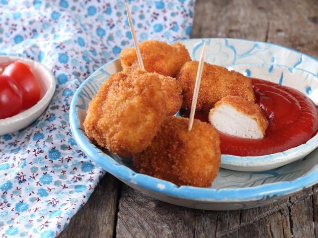 Így készítsd el házilag a nem csak a gyerekek körében népszerű csirkefalatkákat