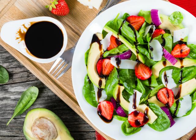 Mutatunk 5 szuperfinom és egyszerű salátaöntetet, mert néha unalmas az olaj-ecet kombó
