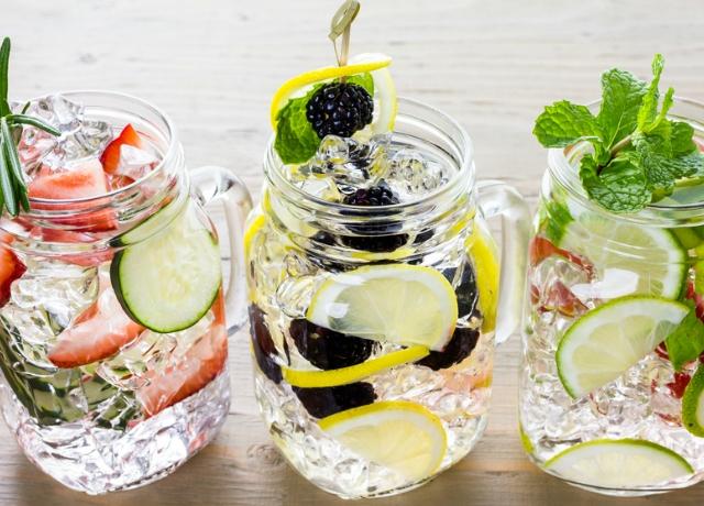 Igyunk gyümölccsel ízesített vizeket