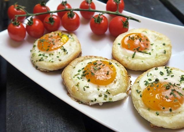 Ha  eddig így még nem próbáltad a tojást, akkor itt az idő, készítsd el:  Sült tojás kosárka