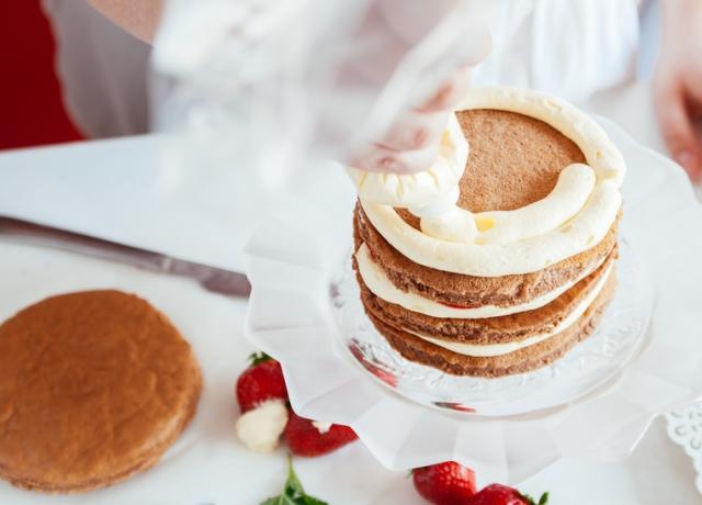 Miért van ekkora sikere a csupasz tortának?