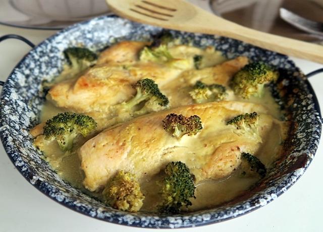 Tökéletesen puha és omlós hús felesleges plusz zsiradék nélkül is: Mustáros-joghurtos csirke