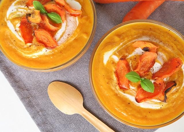 Egészséges és finom leves recept következik: Sárgarépa krémleves répa chipsszel
