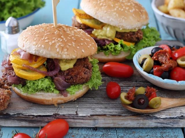 A kerti sütögetések húsmentes kedvence: quinoás-babos hamburger