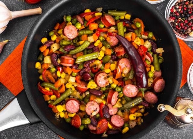 Olasz fűszeres kolbász sült zöldségekkel