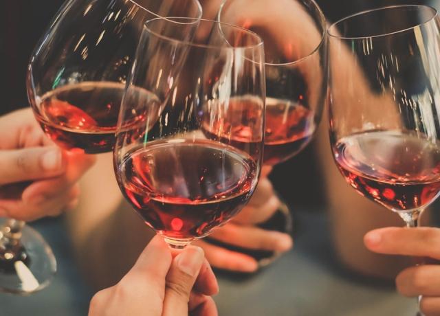 A legfontosabb lépés a borospohár tisztításakor