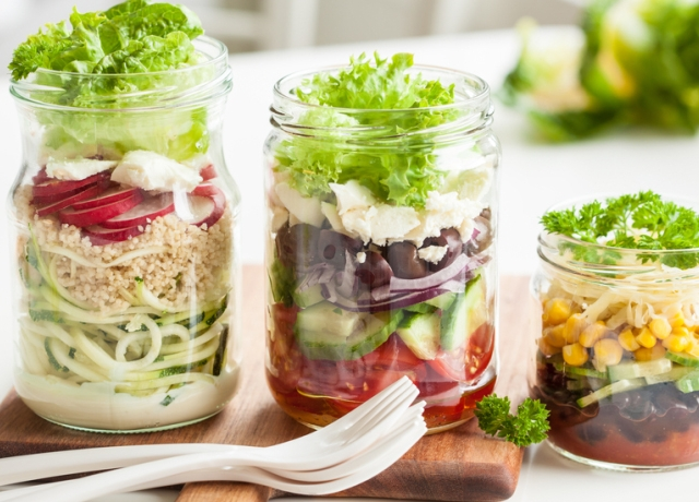 Így nem lesz ázott a salátánk a befőttes üvegben
