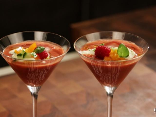 Málnás -paradicsomos gazpacho