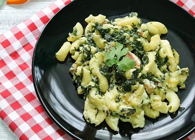 Gyorsan elkészíthető olaszos vacsora: pesztós-sajtos tészta