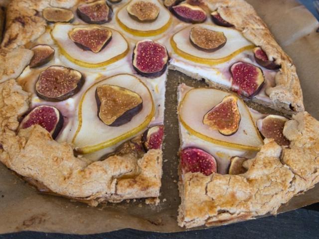 Omlós pitetészta csupa egészséges alapanyagból: Körtés-fügés galette