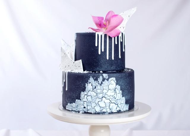 A fekete torta lett 2017 legújabb esküvői torta trendje