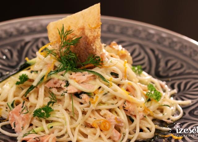 Tejszínes lazacos spagetti