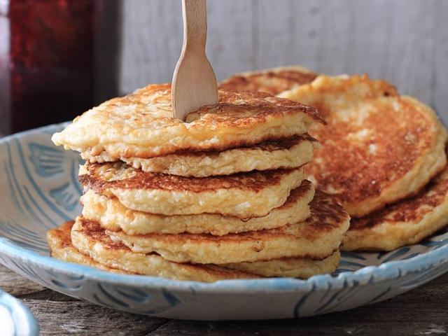 Tegyünk édes körtét a palacsintatésztába, és akár el is felejthetjük a cukrot!