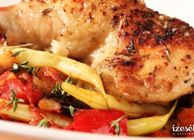 Zöldbabos francia lecsó kakukkfüves csirkecombbal