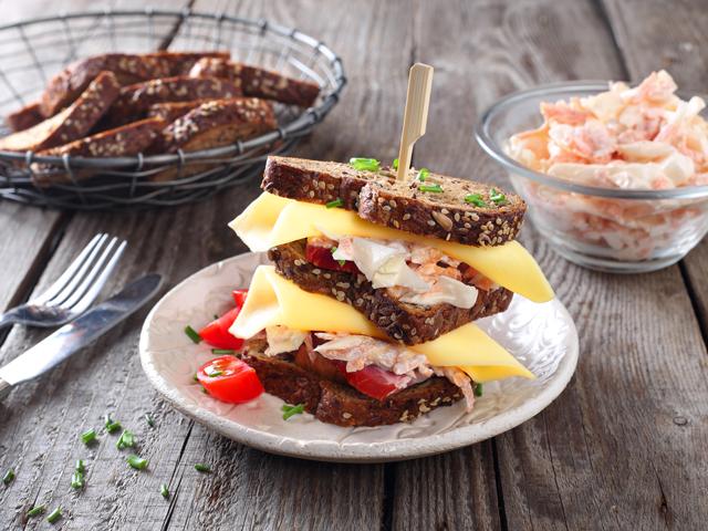 Káposztasalátás club szendvics