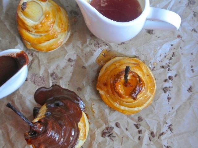Rendhagyó szezonális desszert: Leveles tésztában sült körte