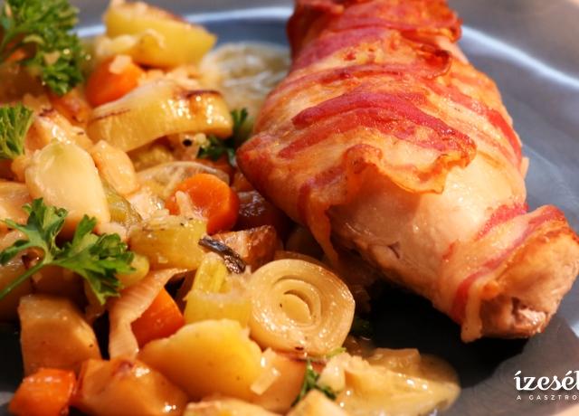 Baconbe tekert nyúlcomb fehérboros vajmártással