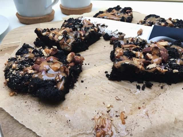 Mandulás – Karamellás Brownie Kekszek