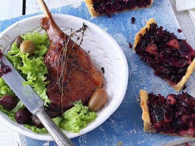 A klasszikus libasülthöz a lilakáposzta ezúttal pitébe került, gyümölcsökkel és vörösborral