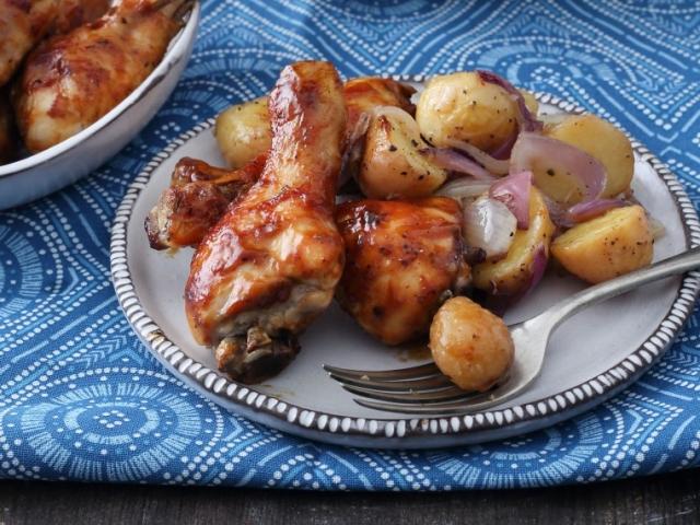 Mázas csirkecombok pirított burgonyával