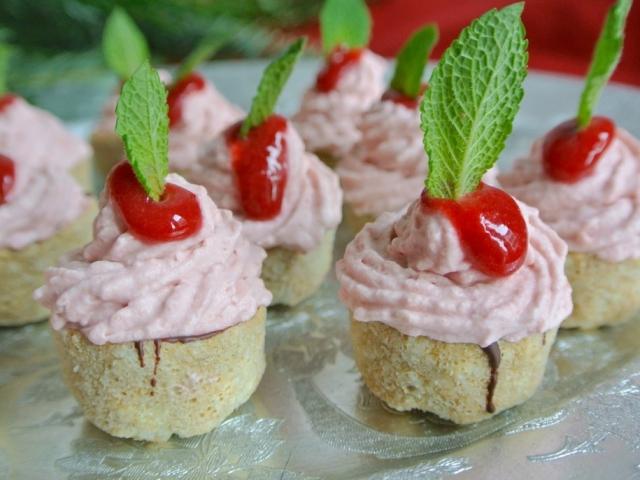 Gyors desszert, nem csak nyáron: Sütés nélküli mini málnás csokis falatok