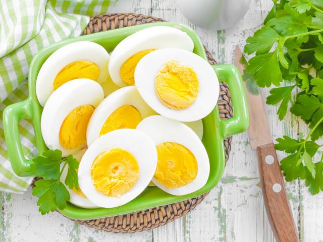 Főtt tojás tápláló reggeliként