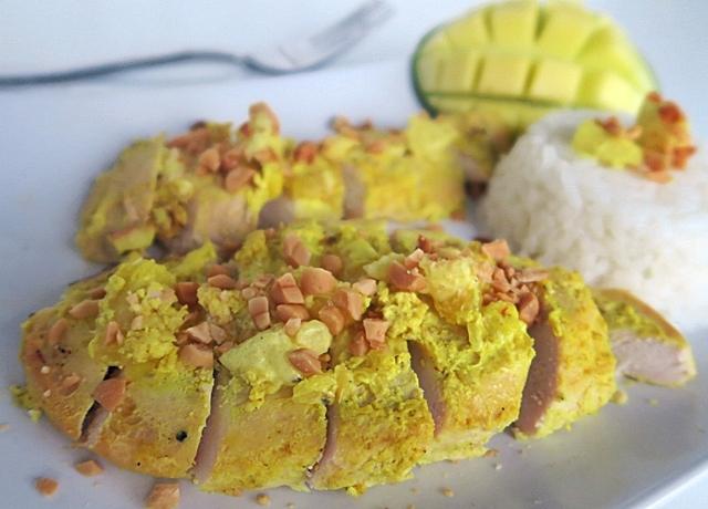 Csirke, másképp! Ez a mangós-joghurtos pácolt verzió egy újabb lehetőség arra, hogy a csirke ne legyen száraz és unalmas, sokkal inkább különleges és ízletes.