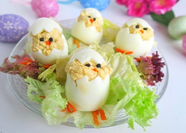 Töltött tojás csibék