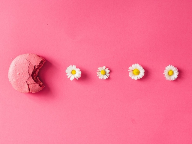 Új cukrászőrület: virágmintát a macaronokba