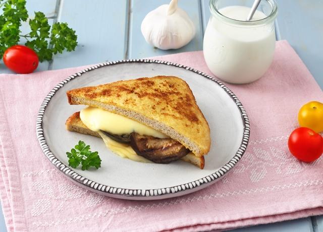 Sajtos-padlizsános szendvics Ammerländer Edámi sajttal