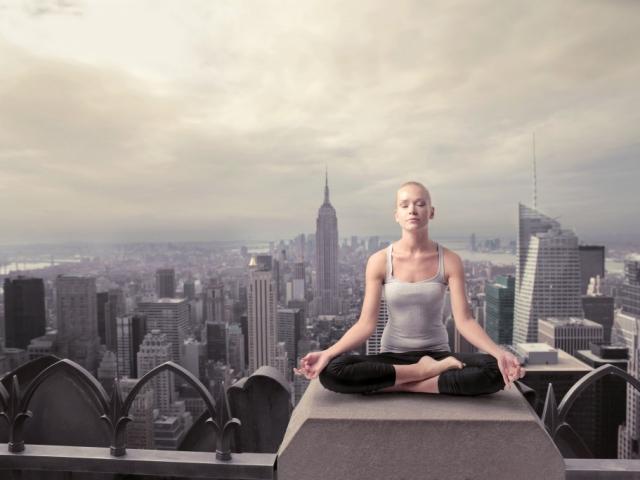 Ezért olyan népszerű a rooftop jóga