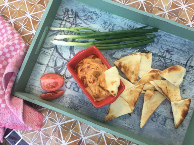 Sült paprikás hummusz