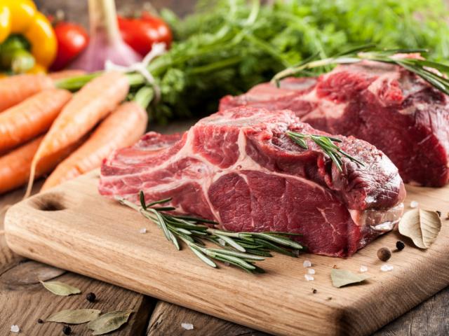 4 mód, hogy több fehérjét vigyünk be a húsokkal